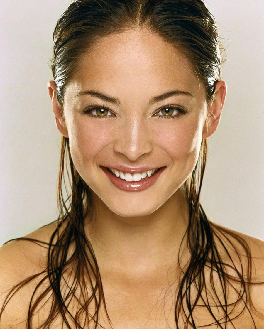 http://standing8.files.wordpress.com/2008/06/kristin_kreuk.jpg